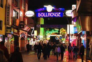 1280px-Dollhouse,_Große_Freiheit_Hamburg